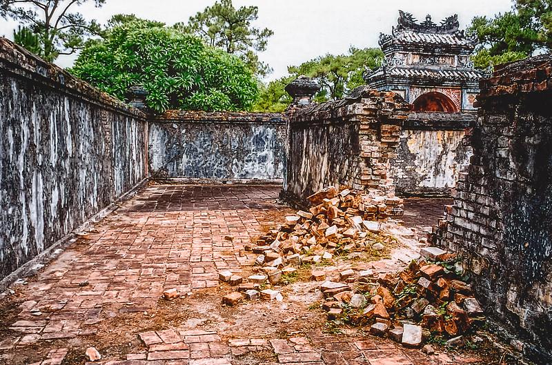 Lăng hoàng đế Tự Đức Emperor Tự Đức tomb Inner courtyard