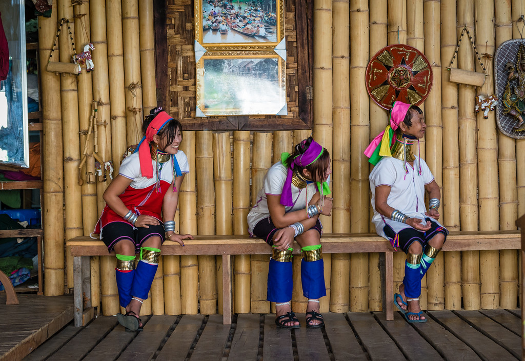 inle lake long neck women