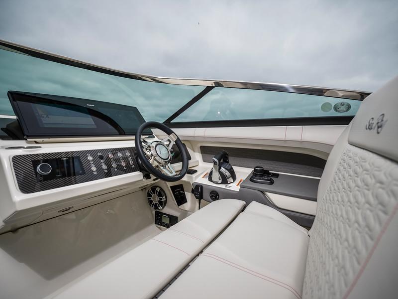 2020-SLX-R-310-outboard-helm-03.jpg