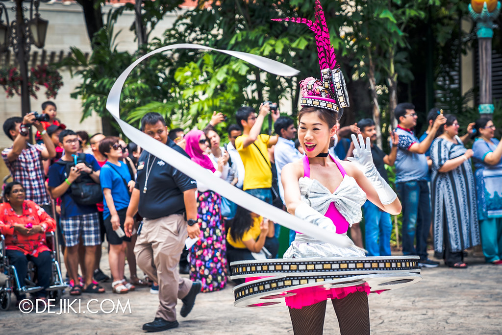 Universal Studios Singapore Park Update August 2016  - Hollywood Dreams Parade / Film reel ribbon dancer