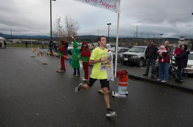 Jingle Bell Run 2 (100 of 211).jpg