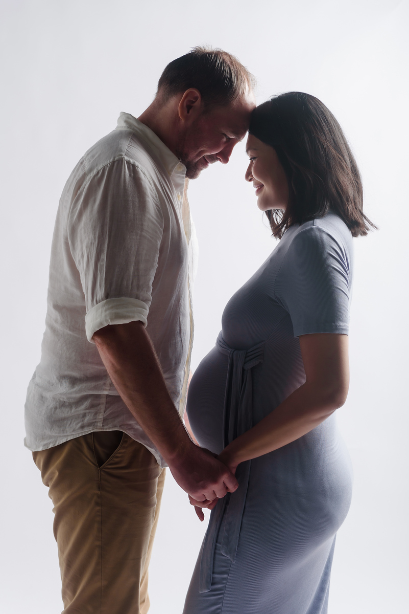 moment of maternity portraits