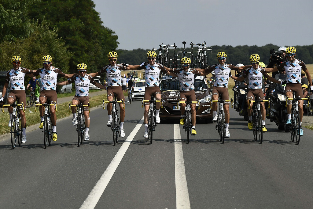 . France\'s Romain Bardet (5th L), France\'s Jean-Christophe Peraud (4th R) and their France\'s AG2R La Mondiale teammates pose as they ride during the 137.5 km twenty-first and last stage of the 101st edition of the Tour de France cycling race on July 27, 2014 between Evry and Paris.   ERIC FEFERBERG/AFP/Getty Images
