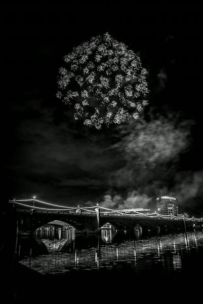Fireworks_Tempe_2014-20.jpg