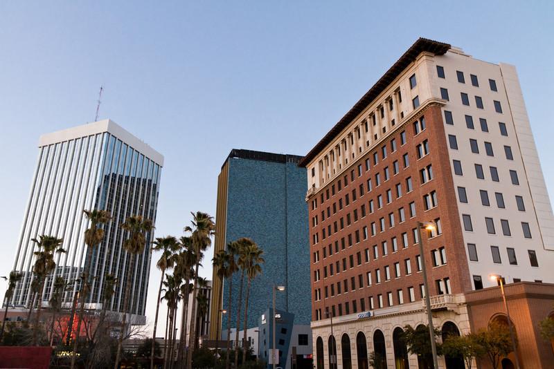 Mrakodrapy v Tucsonu - jediné výškové budovy, co tam měli.
