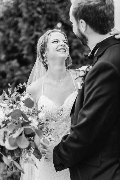 421_Ryan+Hannah_WeddingBW.jpg