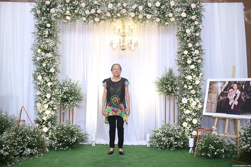 Vy-Cuong-wedding-instant-print-photo-booth-in-Bien-Hoa-Chup-hinh-lay-lien-Tiec-cuoi-tai-Bien-Hoa-WefieBox-Photobooth-Vietnam-004.jpg
