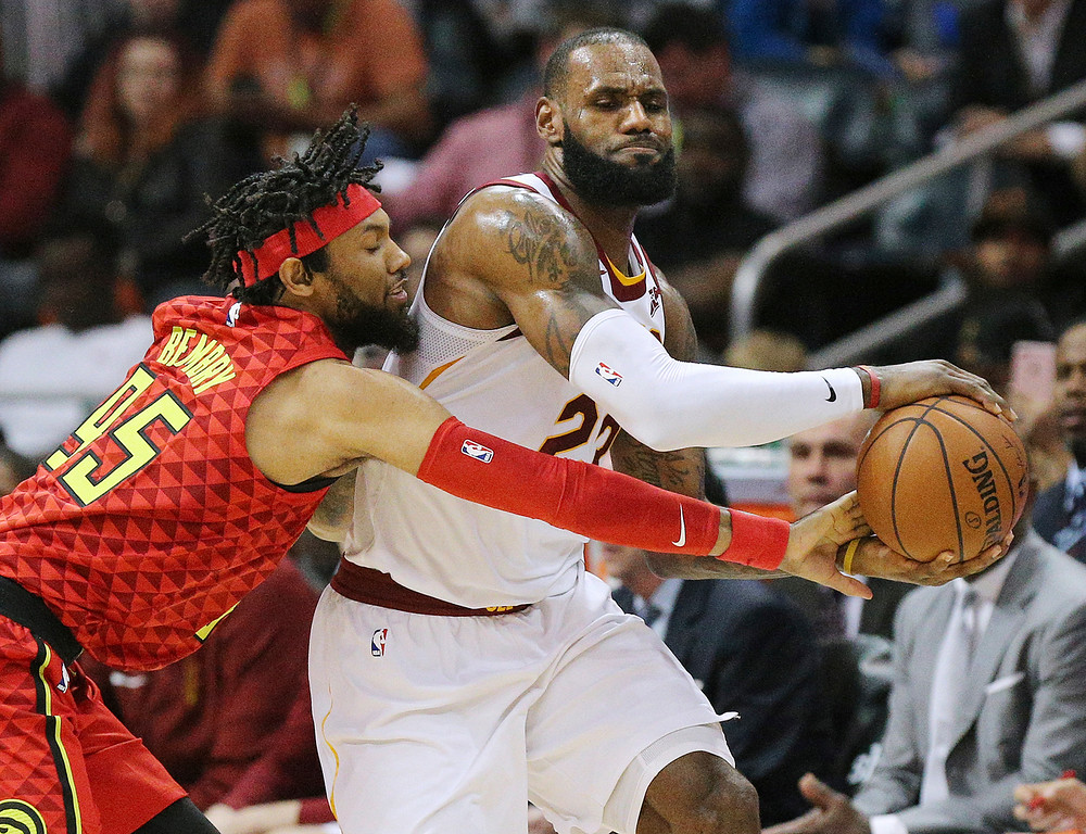 . Atlanta Hawks forward DeAndre\' Bembry, left, defends against Cleveland Cavaliers forward LeBron James during the first half of an NBA basketball game, Thursday, Nov. 30, 2017, in Atlanta. (Curtis Compton/Atlanta Journal-Constitution via AP)