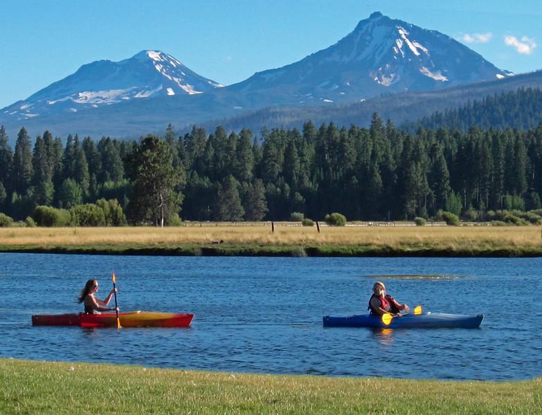 rec_black-butte-ranch_boats-kayaks-N+S-Sister_KateThomasKeown_IMG_1822.JPG