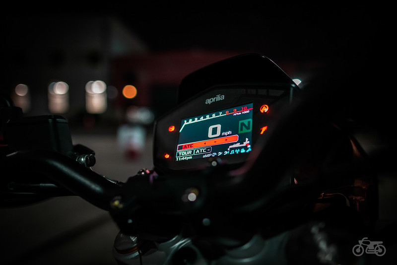 Aprilia Dorsoduro 900 - Gauge Cluster Night Near.jpg