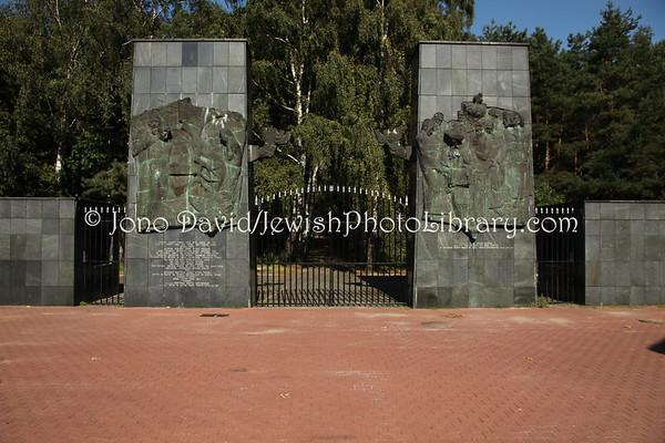 POLAND, Warsaw. Brodno Jewish Cemetery, Praga. (9.2011)
