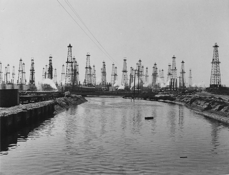 View of the Playa del Rey oil field near Venice, ca.1920