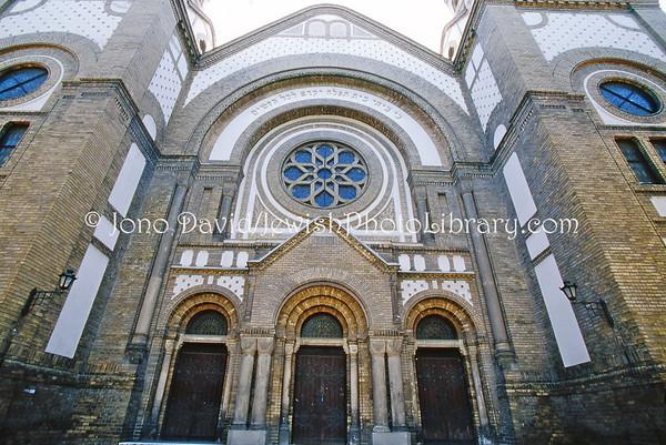 SERBIA, Novi Sad. Novi Sad Synagogue (8.2004)