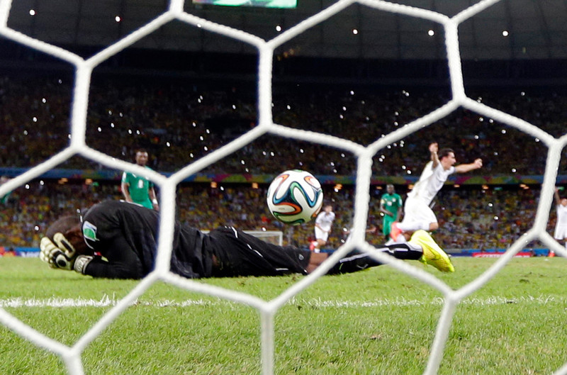 . Greece\'s Giorgos Samaras, right, celebrates scoring his side\'s second goal from the penalty spot during the group C World Cup soccer match between Greece and Ivory Coast at the Arena Castelao in Fortaleza, Brazil, Tuesday, June 24, 2014. (AP Photo/Fernando Llano)