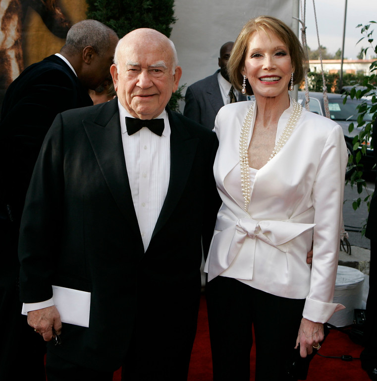 ". Ed Asner, left, and Mary Tyler Moore, from television\'s ""The Mary Tyler Moore Show\"" pose together at the 13th Annual Screen Actors Guild Awards on Sunday, Jan. 28, 2007, in Los Angeles. (AP Photo/Chris Carlson)"