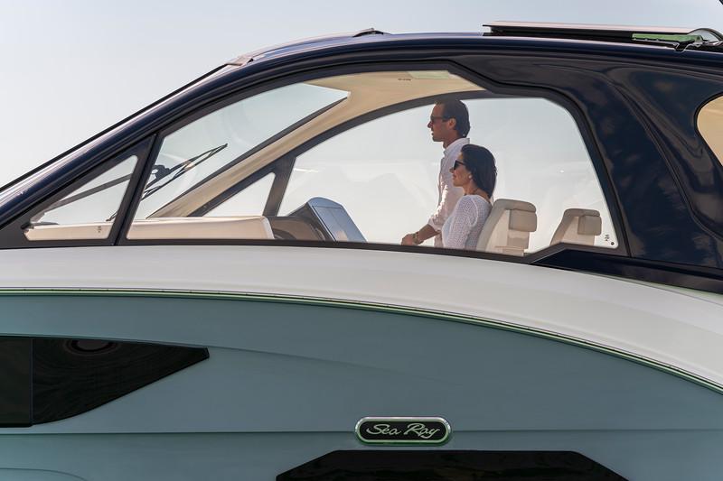 2021-Sundancer-370-Outboard-DAO370-lifestyle-port-couple-helm-00162.jpg