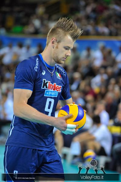 Ivan Zaytsev [ITA] con la palla - Italia-Iran, World League 2013 - Modena