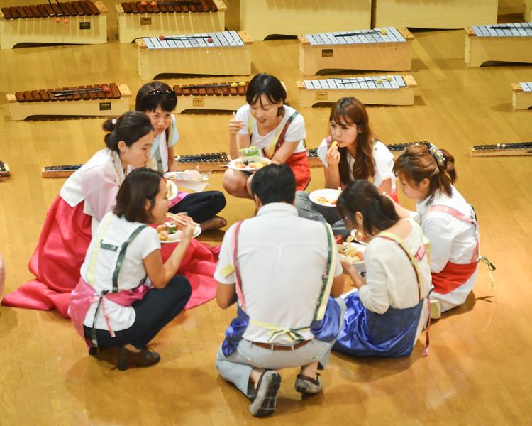 grade 2 cross cultural lunch 2014-59.jpg
