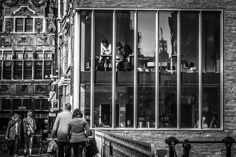 Street life scene around Meerseniersstraat.