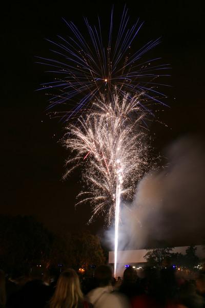 2007_1102putneyfireworks189_edited-1.JPG