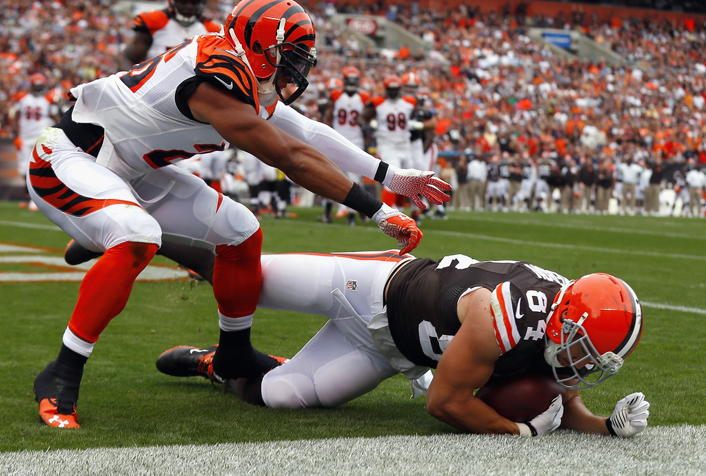 . CLEVELAND, OH - SEPTEMBER 29:  Tight end Jordan Cameron #84 of the Cleveland Browns scores a touchdown as he is hit by safety Taylor Mays #26 of the Cincinnati Bengals at FirstEnergy Stadium on September 29, 2013 in Cleveland, Ohio.  (Photo by Matt Sullivan/Getty Images)