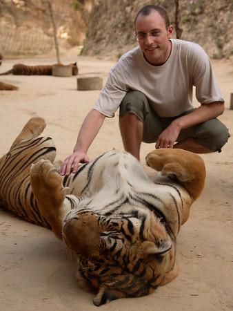 Bangkok: Road to Tiger Temple