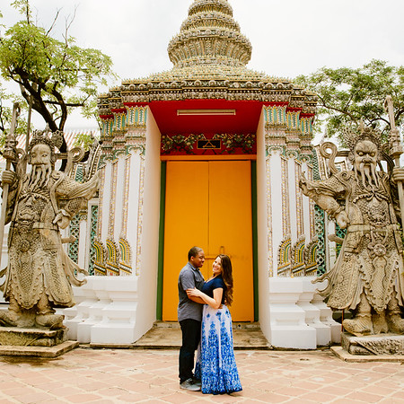 Engagement session in Wat Arun and Wat Pho, Bangkok Thailand