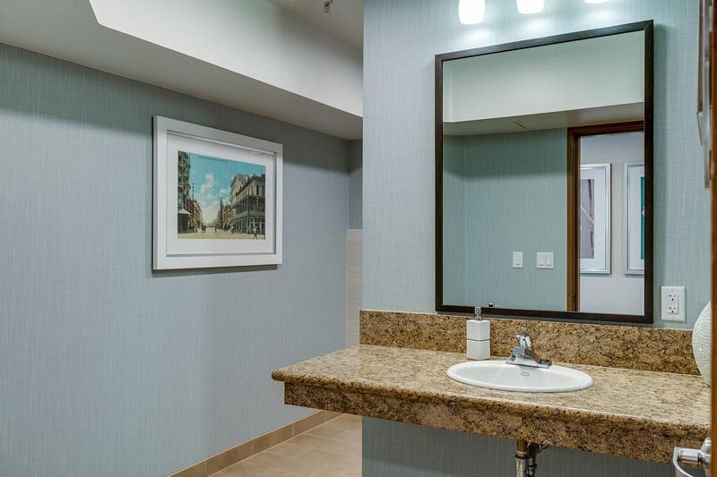 Restroom IMG_5494enf.jpg