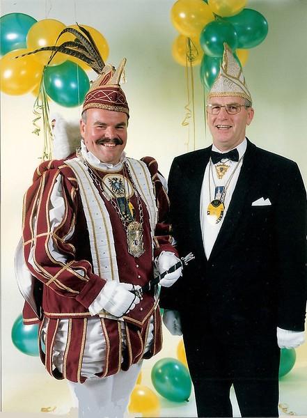 Prins Peter met Chef Protocol Carl Strik