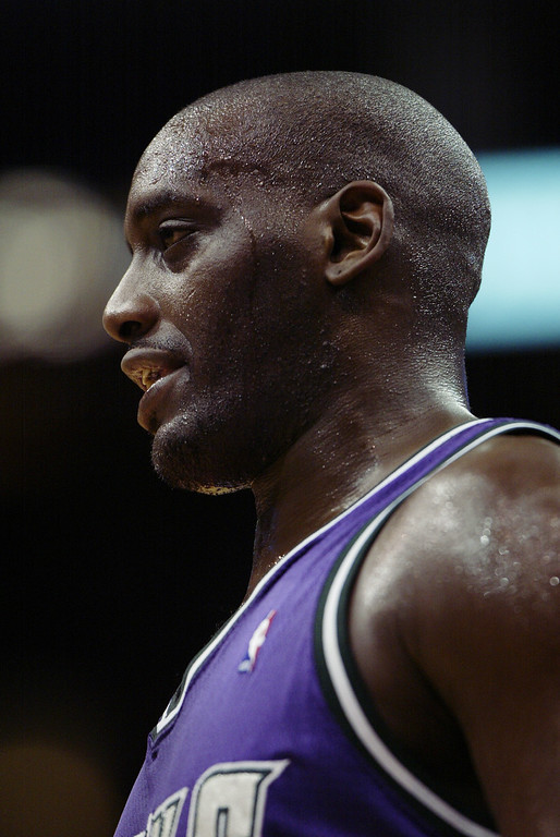 . Anthony Mason #17 of the Milwaukee Bucks during the NBA game against the Los Angeles Clippers at Staples Center on February 19, 2003 in Los Angeles, California.     (Photo by Lisa Blumenfeld/Getty Images)