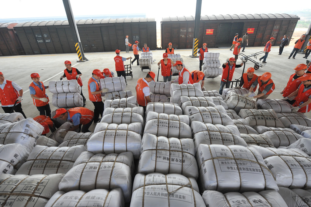 . XINJIN, CHINA - APRIL 23:  (CHINA OUT) Rescuers unload relief supplies from a train at Xinjin railway station on April 23, 2013 in Xinjin County, China. A powerful earthquake struck the steep hills of China\'s southwestern Sichuan province on the morning of April 20, leaving at least 193 people dead and more than 12,200 injured.  (Photo by ChinaFotoPress/Getty Images)