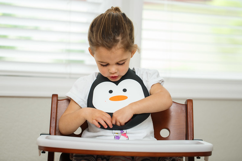 Make_My_Day_Bib_Penguin_lifestyle (101).JPG