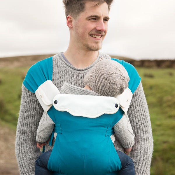 Izmi_Accessories_Lifestyle_Comfort_Bib_And_Shoulder_Straps_On_Teal_Baby_Carrier_Cropped.jpg