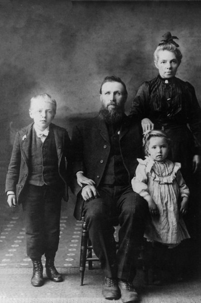 Leslie, John, Eva & Josephine Mapes