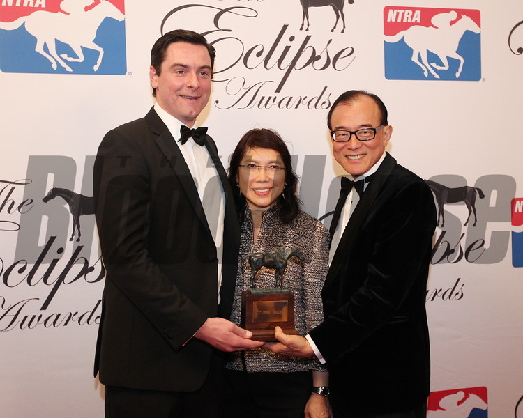 Bernard Cleary and Teo Ah Khing accept the 2017 Eclipse Award for 3 Y O  Filly Abel Tasman, 2018 , Gulfstream Park Michael Wallace on Left