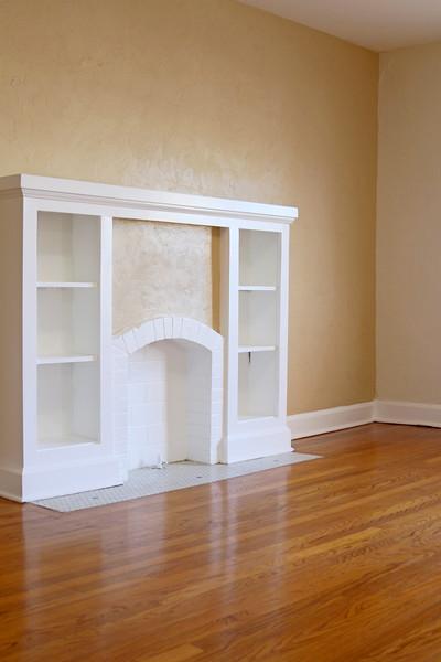 Apartment 14: Built-in shelf in living room - FULL SIZE