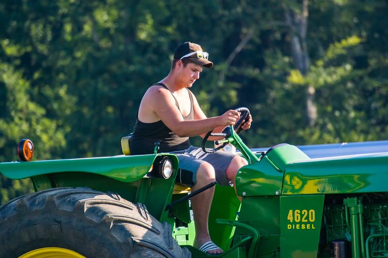 Tractor Pulling 2015-9015.jpg