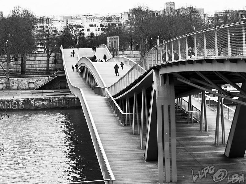 33008907180 - parigi quartiere rive gauche la biblioteca_2.jpg