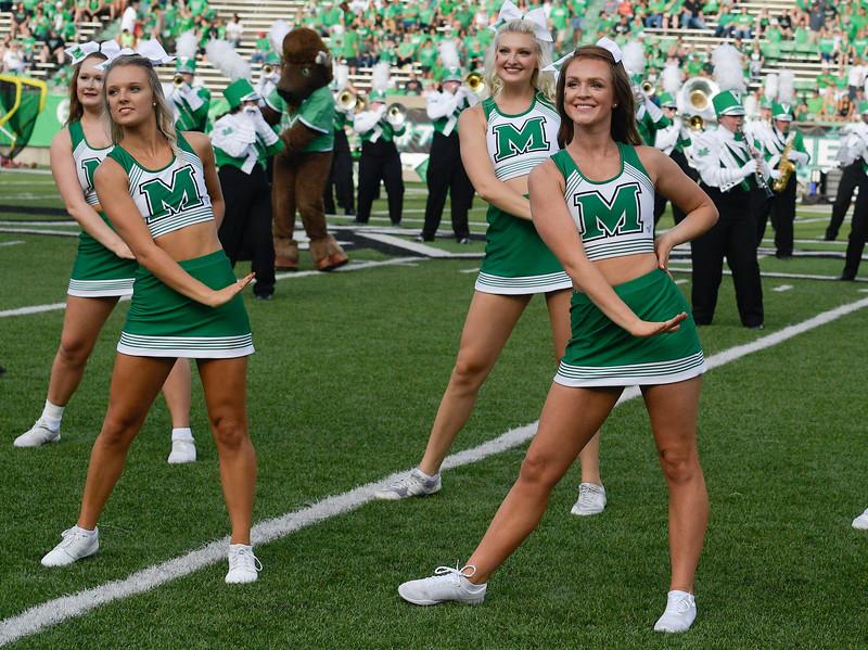 cheerleaders7052.jpg