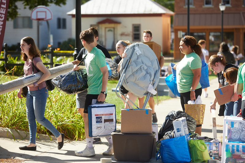 2019 UWL Fall New Student Move in Weekend NSO 0036.jpg
