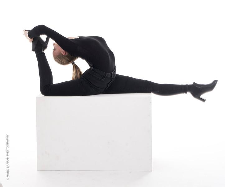 Camille Van Bettsbrugge - Cirque Contortionist -  Beligium