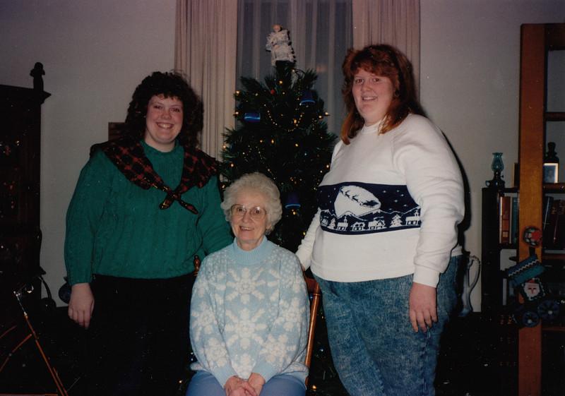 Samantha, Eileen & Joyce Sullivan -Xmas 1991.jpg