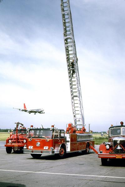 CHICAGO  ENGINE 10  TRUCK 63  CRASH 3  FORD F - ANSUL.jpg