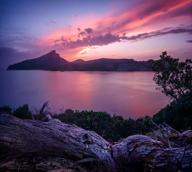 Quiet dusk over Sa Dragonera island