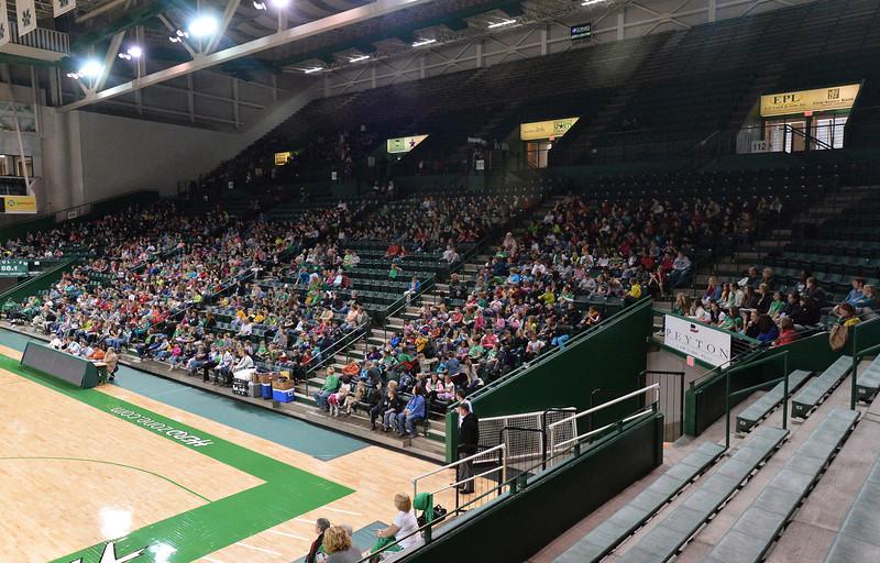 crowd4990.jpg