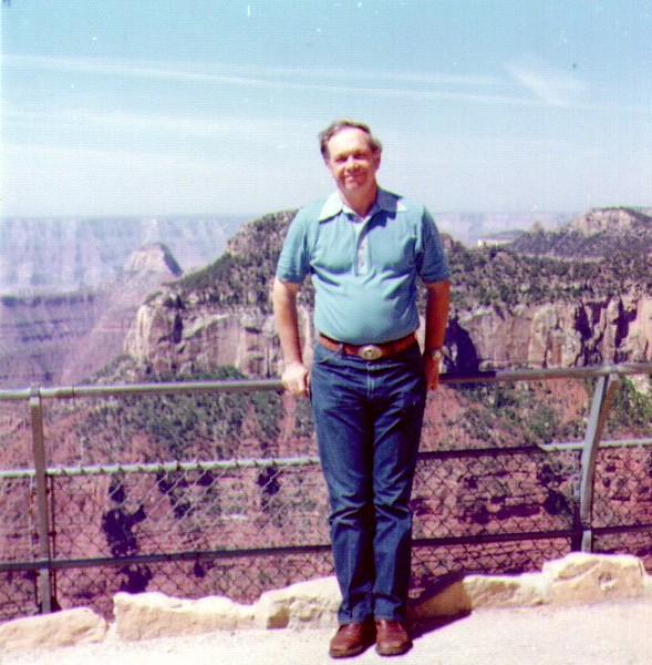Wayne at Grand Canyon  01.jpg