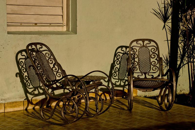 Cuba Cienfuegos front porch rockers 6673.jpg