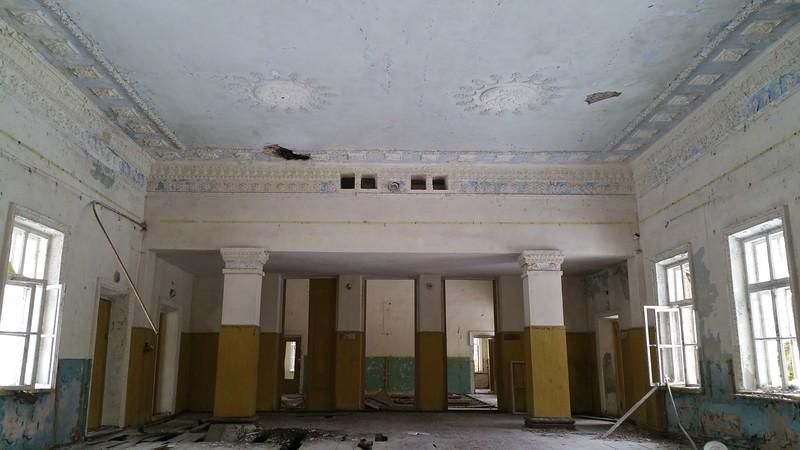 Still beautiful ceiling decor.