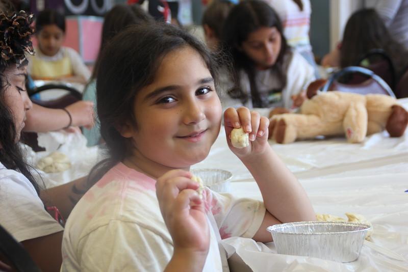 kars4kids_thezone_camp_girlsDivsion_activities_baking (45).JPG