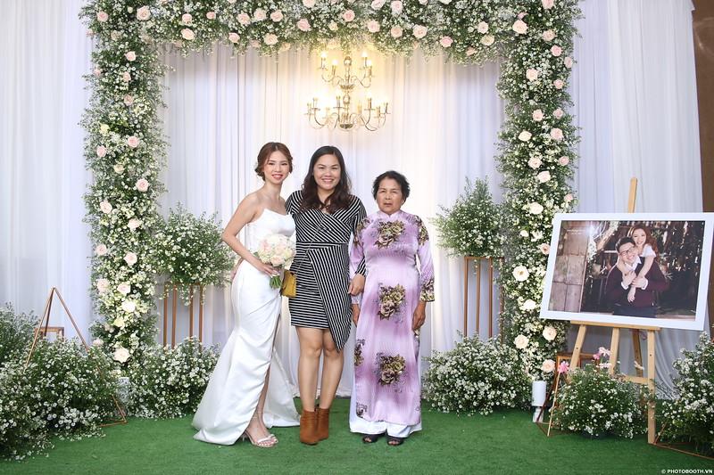 Vy-Cuong-wedding-instant-print-photo-booth-in-Bien-Hoa-Chup-hinh-lay-lien-Tiec-cuoi-tai-Bien-Hoa-WefieBox-Photobooth-Vietnam-082.jpg